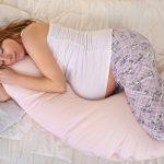 Jak spać w ciąży - poduszka do spania w ciąży