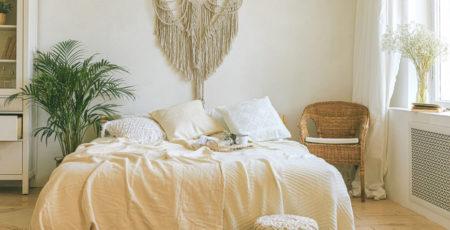 Co powiesić nad łóżkiem w sypialni - inspiracje