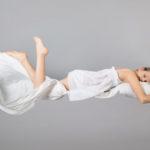 Drgawki podczas snu – czym są tajemnicze hipnagogi?