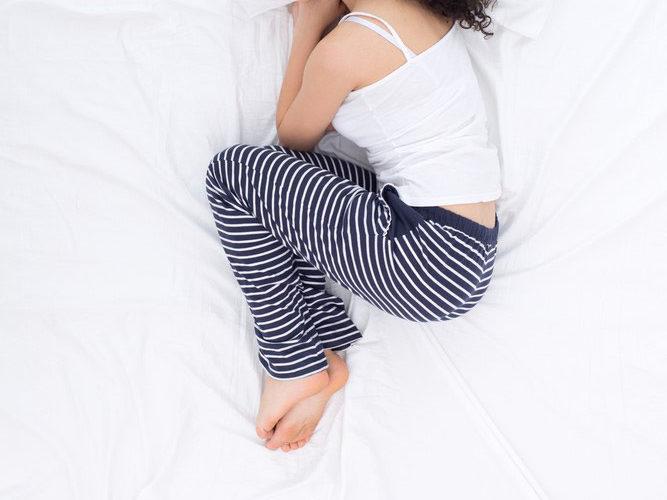 Pozycje do spania – na boku, na wznak czy na brzuchu