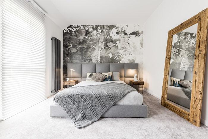 Oparte ościanę, ogromne, dekoracyjne lustro wsypialni - zdrowy-sen.eu