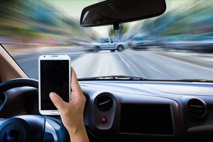 Telefon komórkowy używany wtrakcie jazdy samochodem - zdrowy-sen.eu