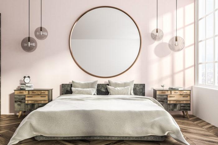 Duże, okrągłe lustro nadłóżkiem wsypialni - zdrowy-sen.eu
